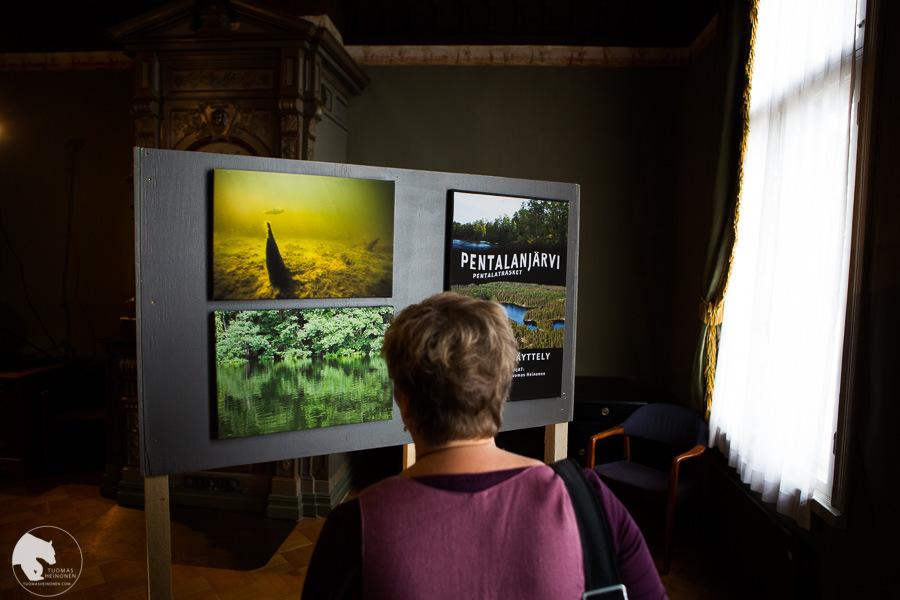 Suomenojan luonto esitti kuvaesityksiä Espoo päivänä Sinebrychoffin huvilalla